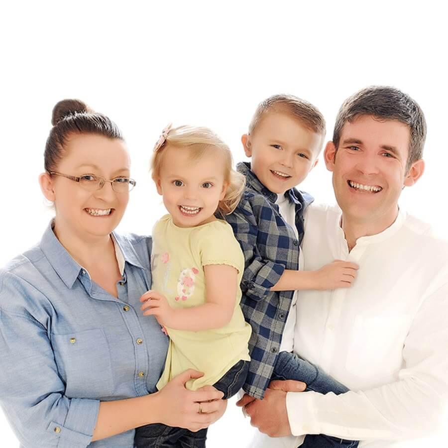 family-photoshoot-fun-mobile